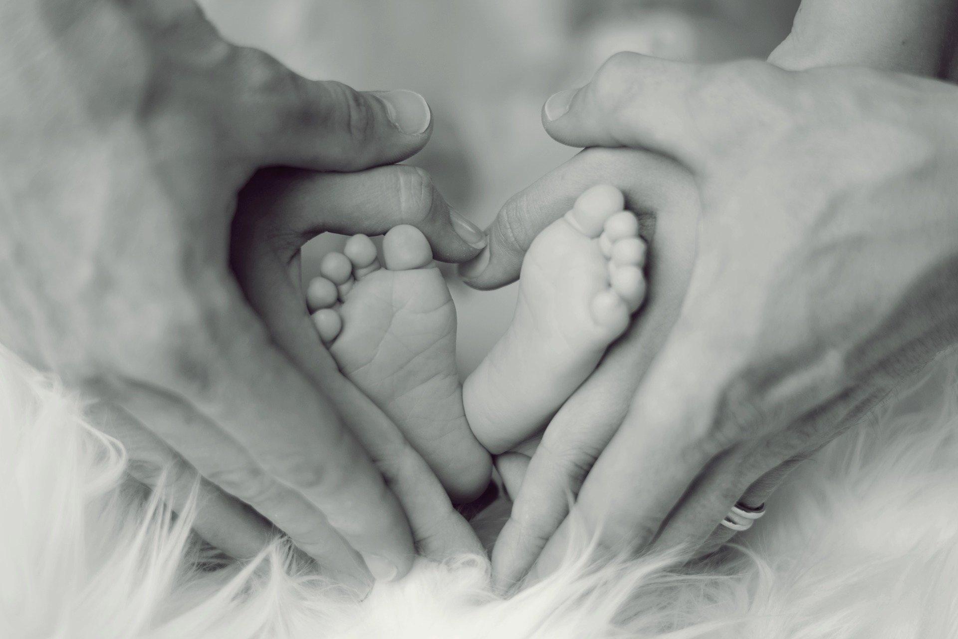 Baby Füße Vater sw Homepage freie pixabay