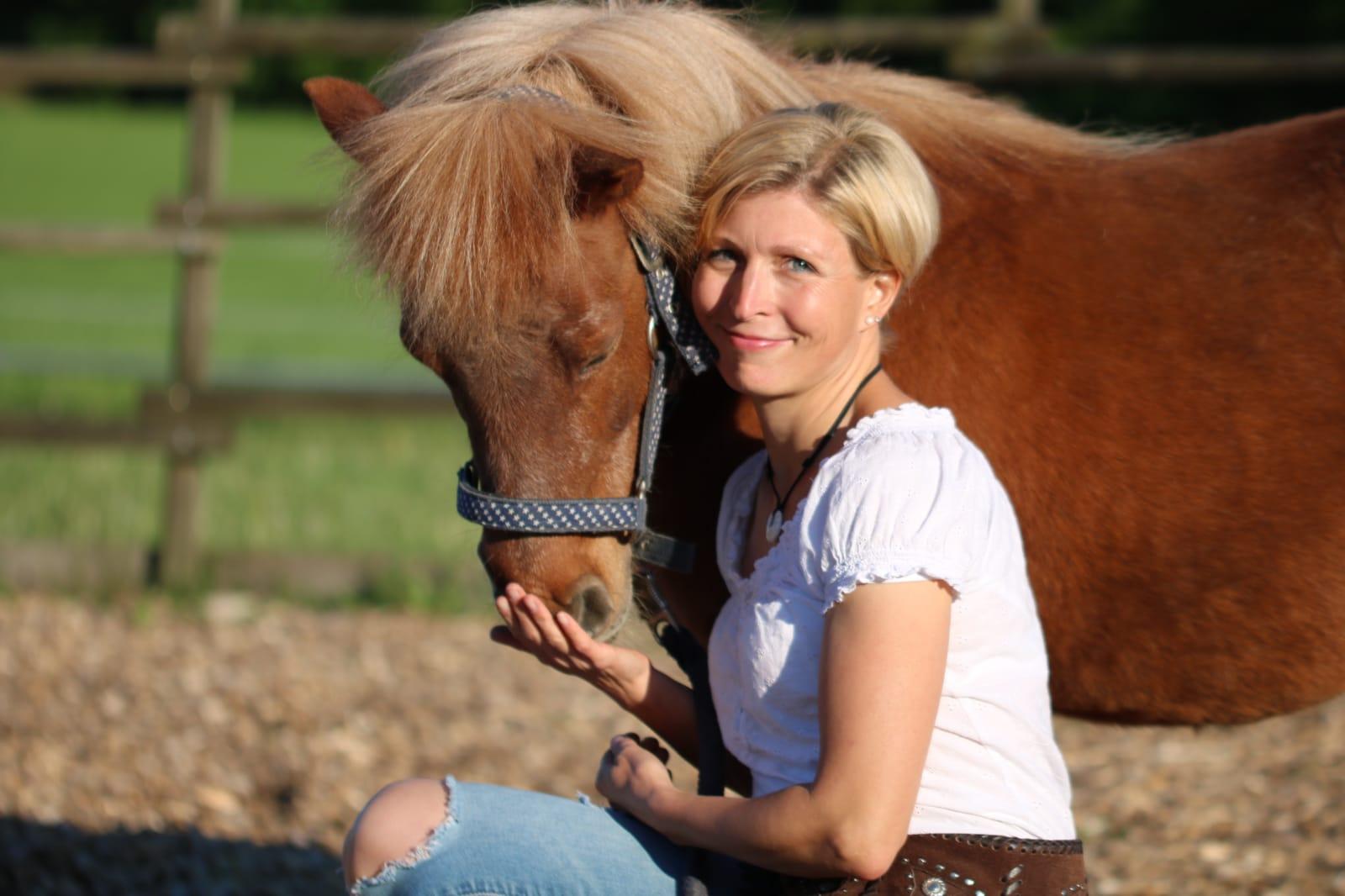 Iris Pfender mit Pferd_2